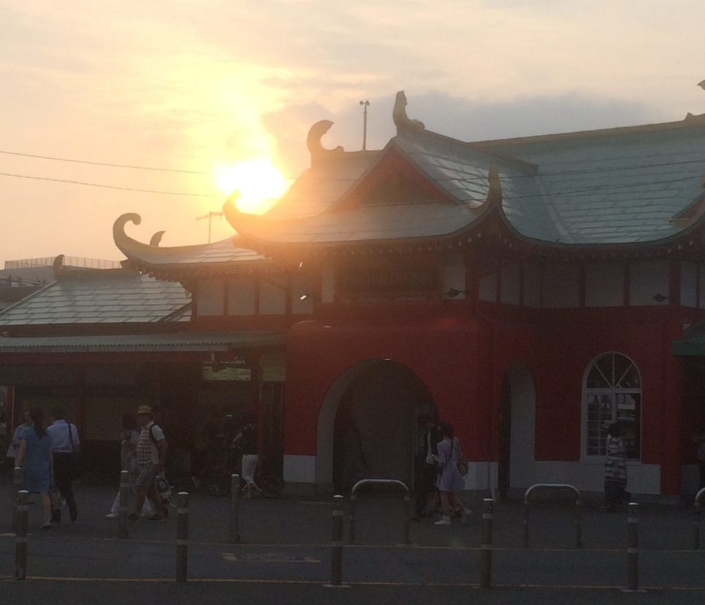 夏の江ノ島駅