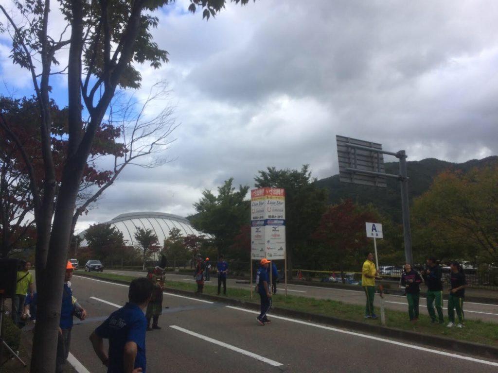 鶴ケ城ハーフマラソンのスタート付近