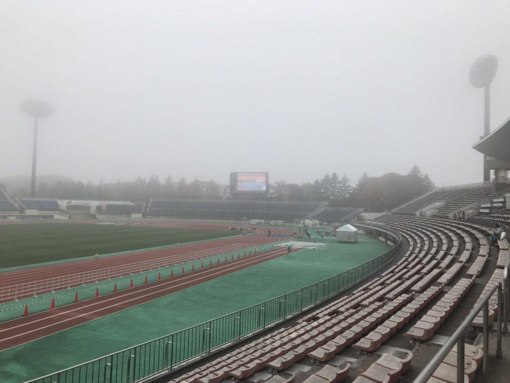 朝は霧霞むラ・フランス会場