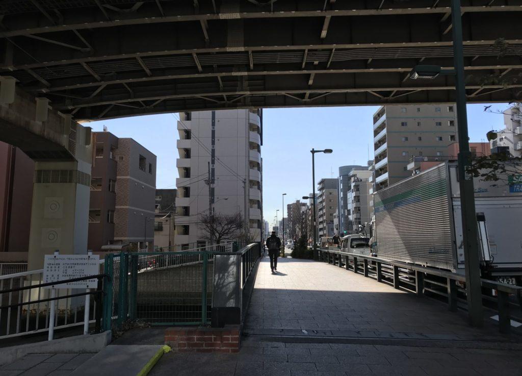 東京マラソン、首都高下に橋あり