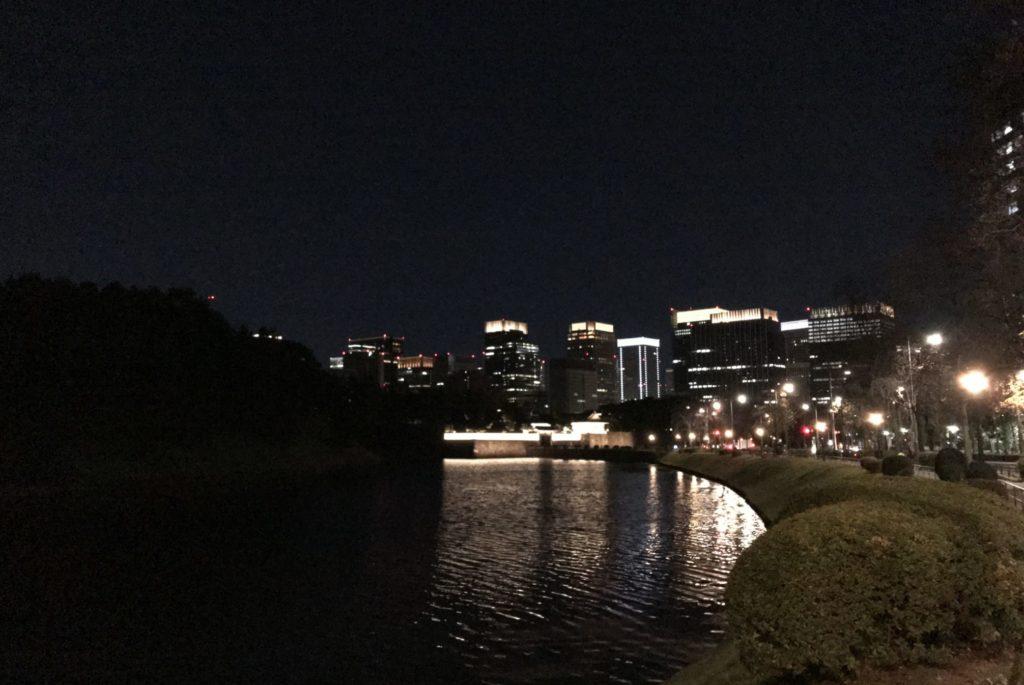 皇居ランで見る明と暗