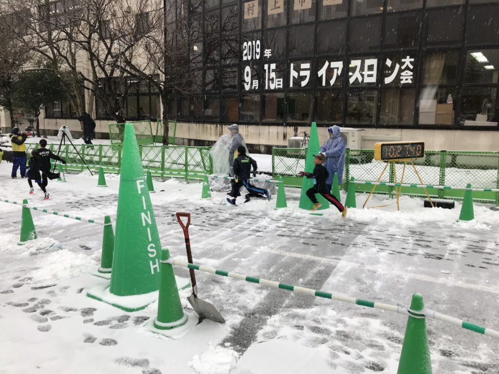 雪でも開催、村上市元旦マラソン大会