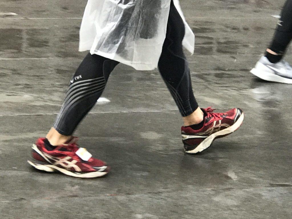 雨で極寒の東京マラソン