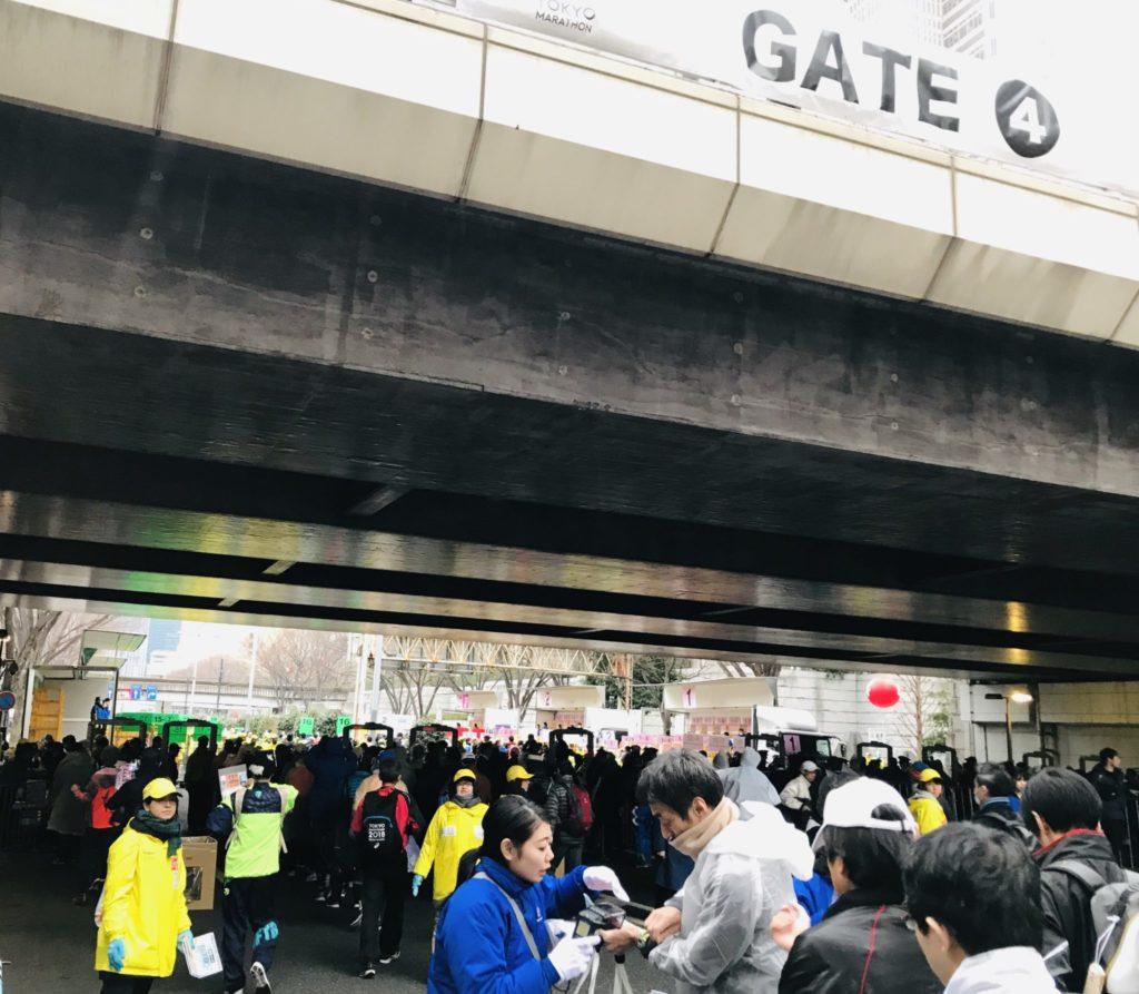 東京マラソン会場入り口ゲート4