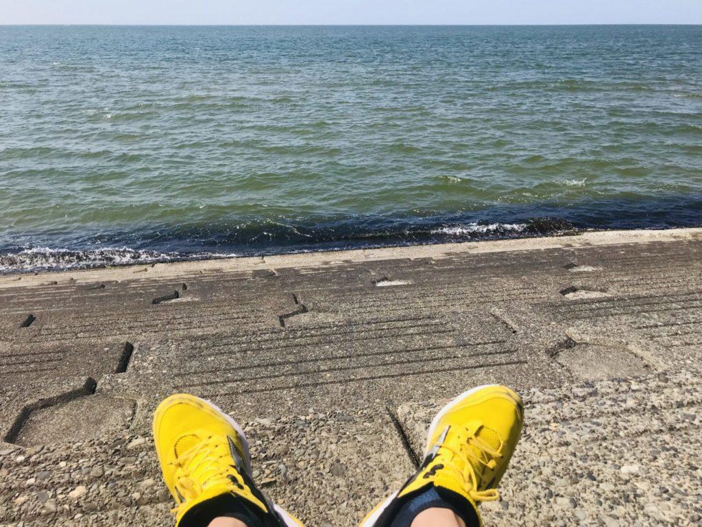 ランニングして日本海を望む