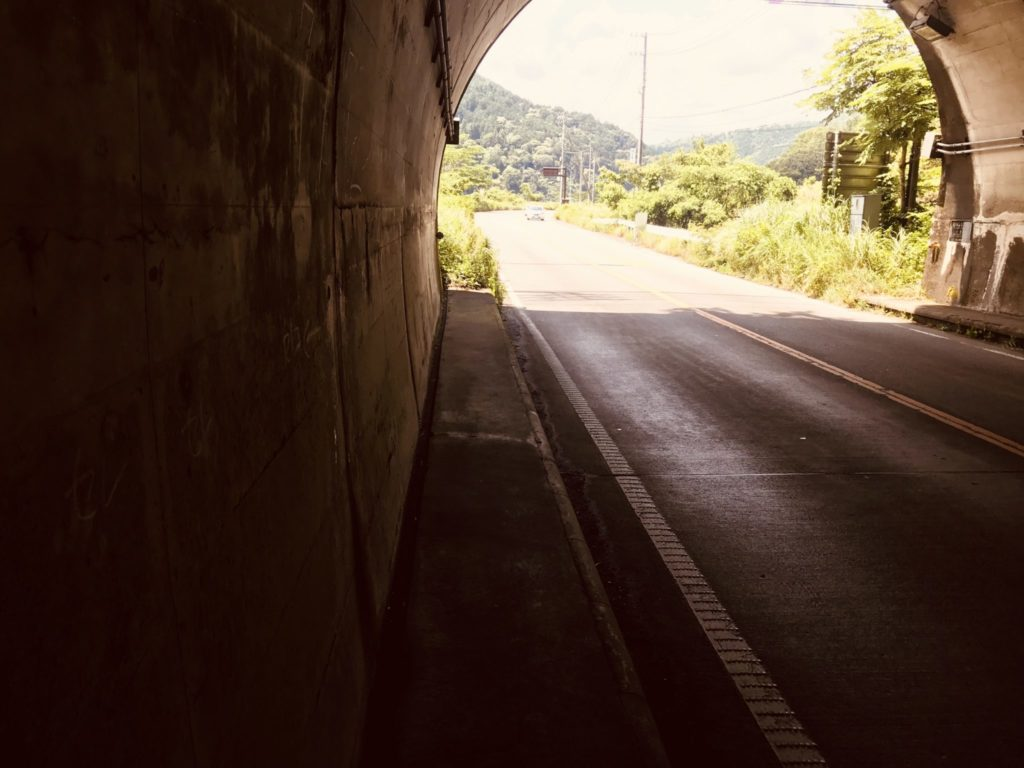 トンネル内の走路