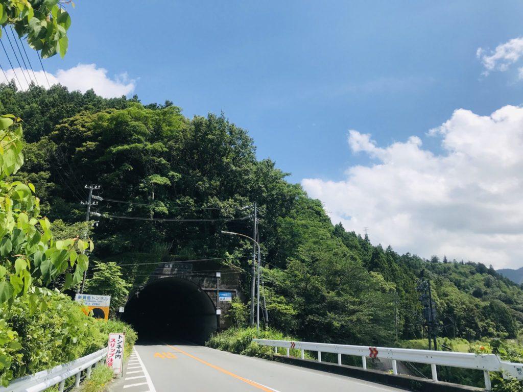 新鍋島トンネルを歩いて進む