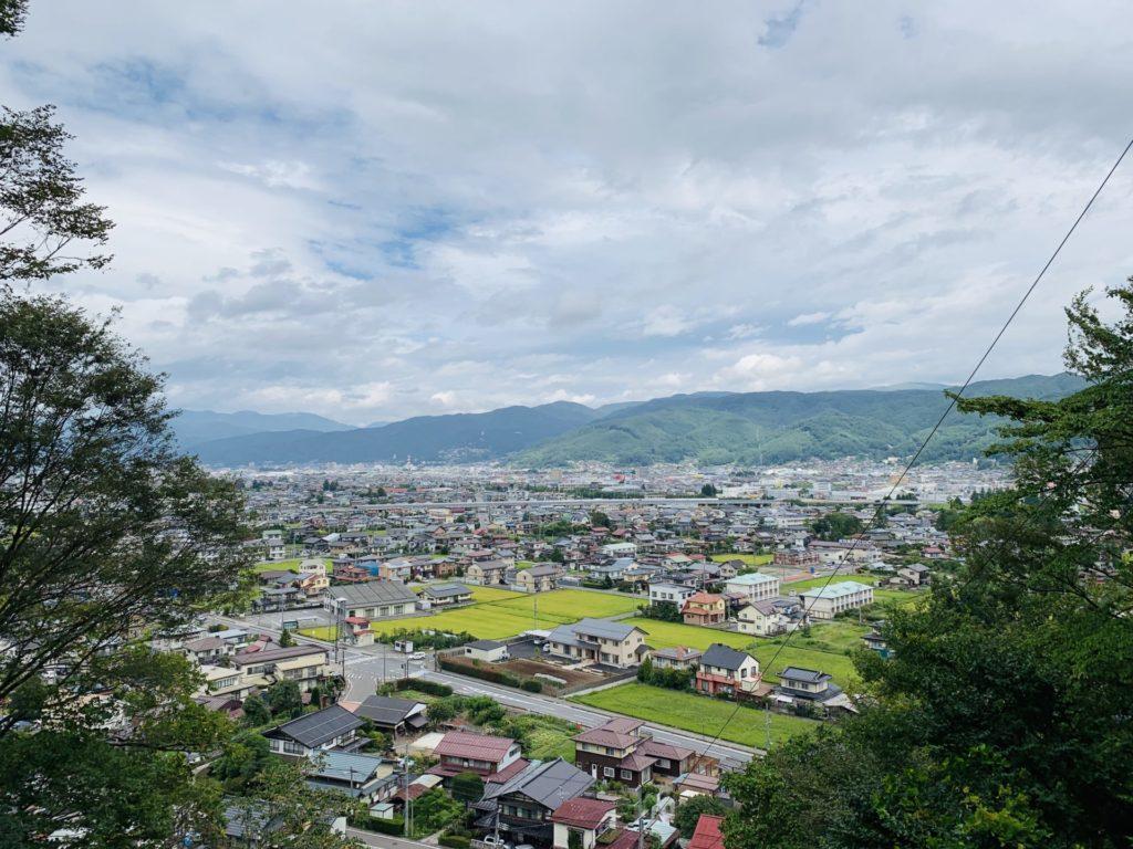 北斗神社から諏訪市を一望