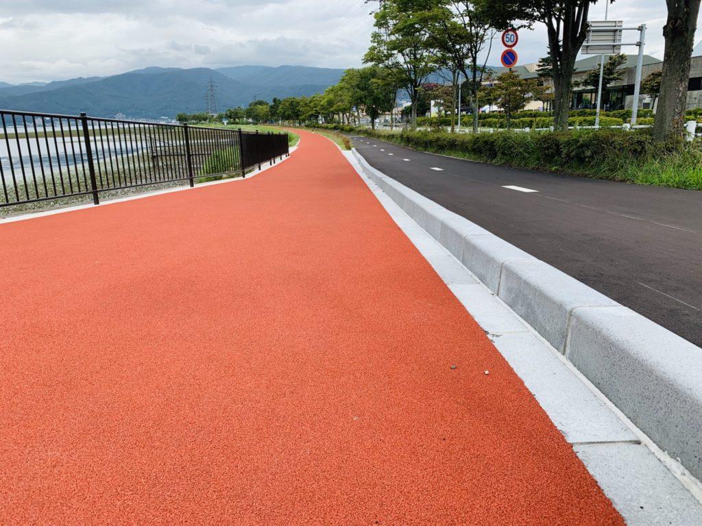 諏訪湖ジョギングコースの真新しいラバー舗装