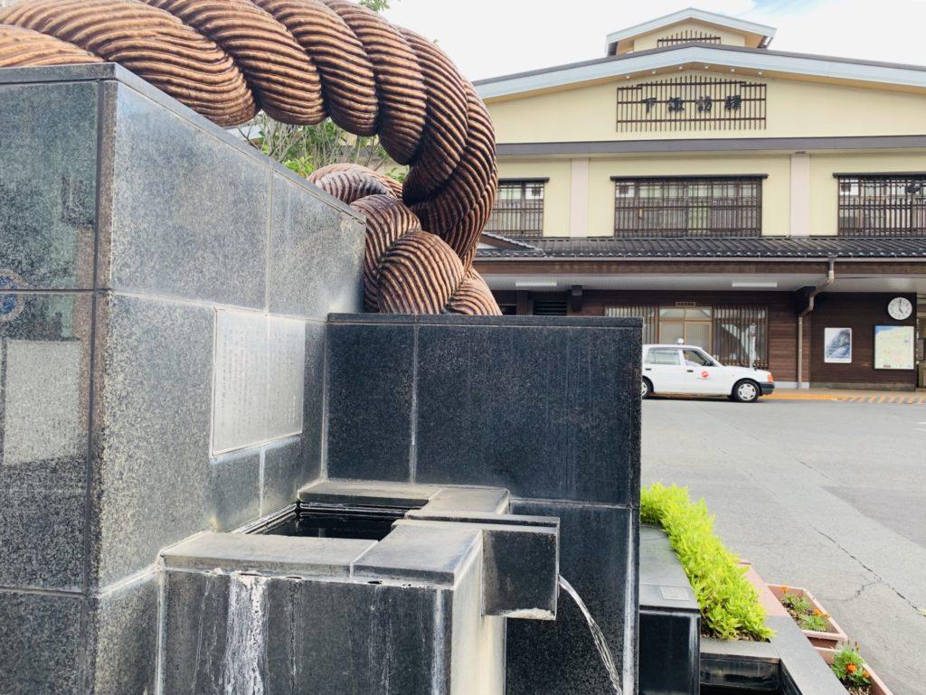 下諏訪駅前には温泉が出ている
