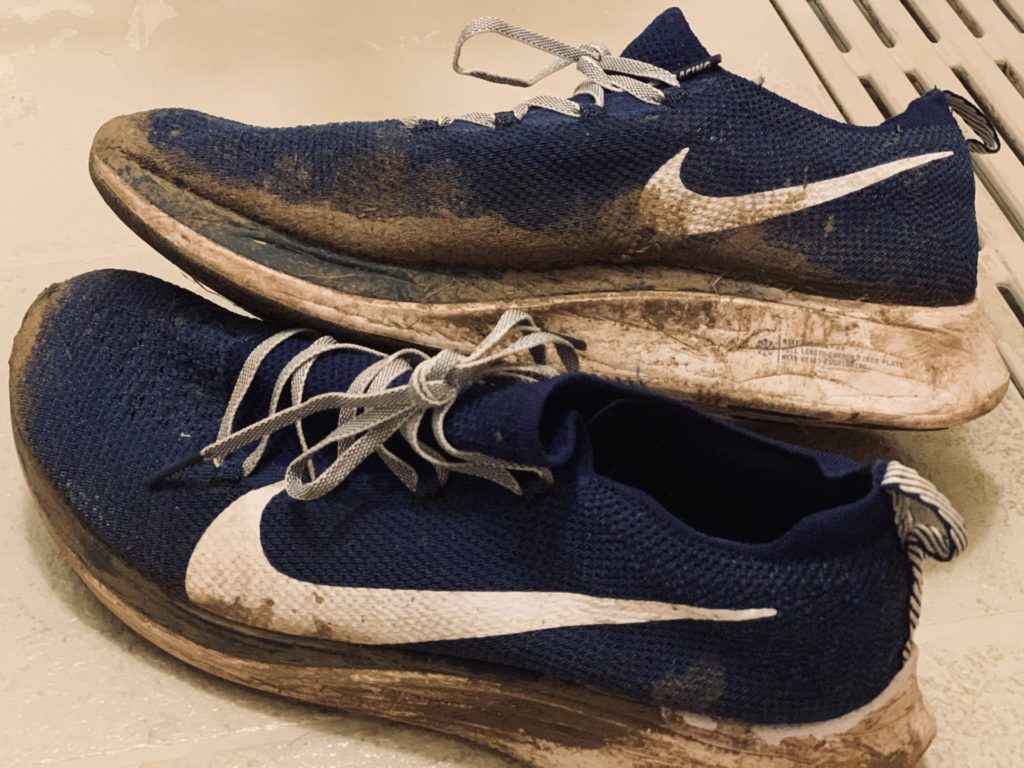 2019年つくばマラソンで泥だらけのシューズ