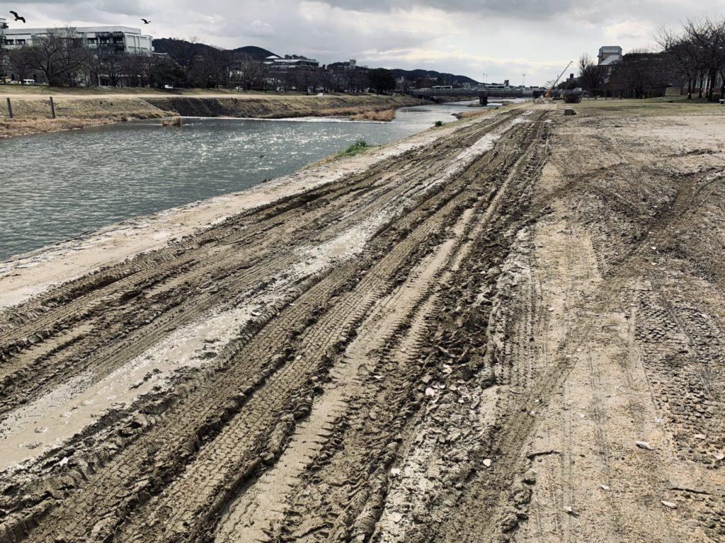 京都マラソン河川敷コースのドロドロ