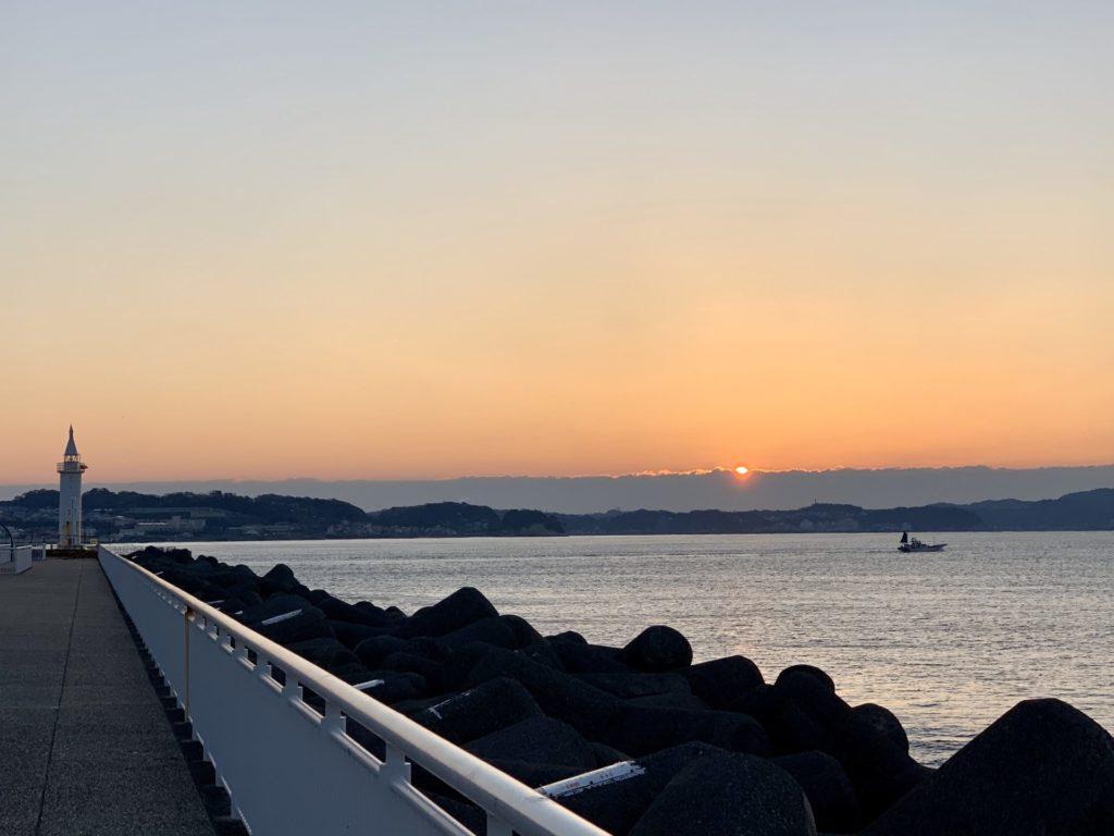 朝ランで江ノ島から見た日の出