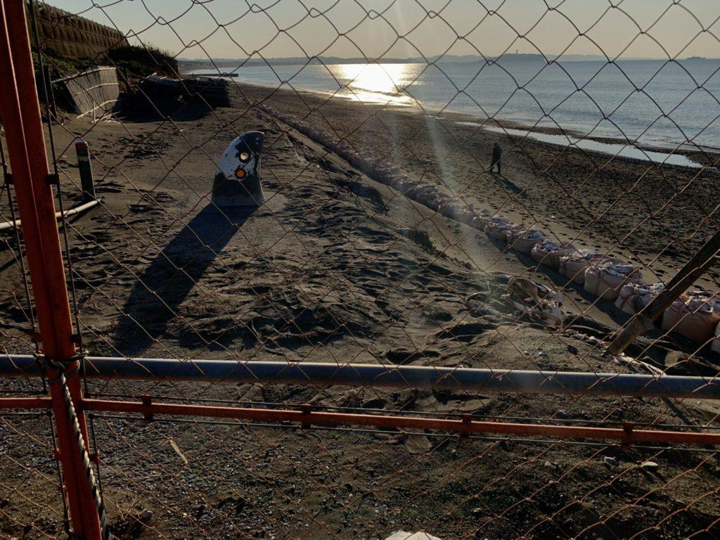 湘南サイクリングロードが波で削られた