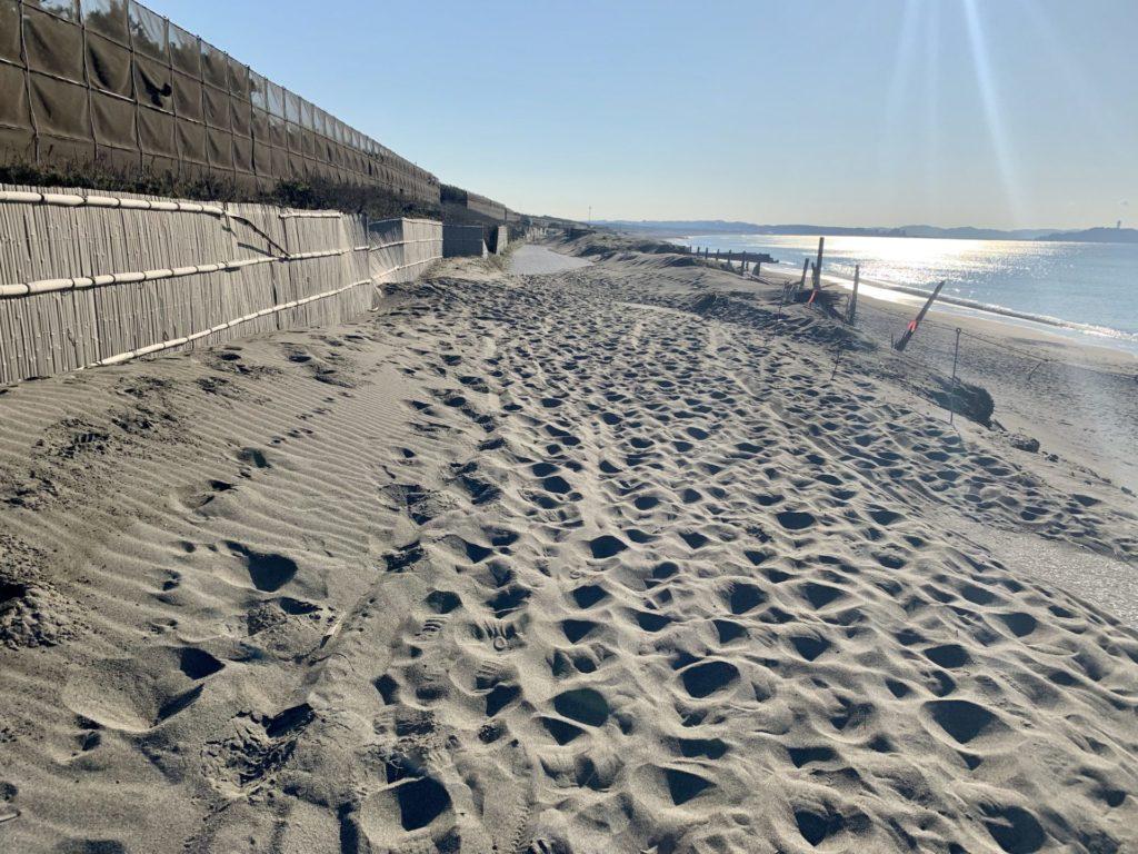 湘南サイクリングロードの堆砂でランニングしづらい