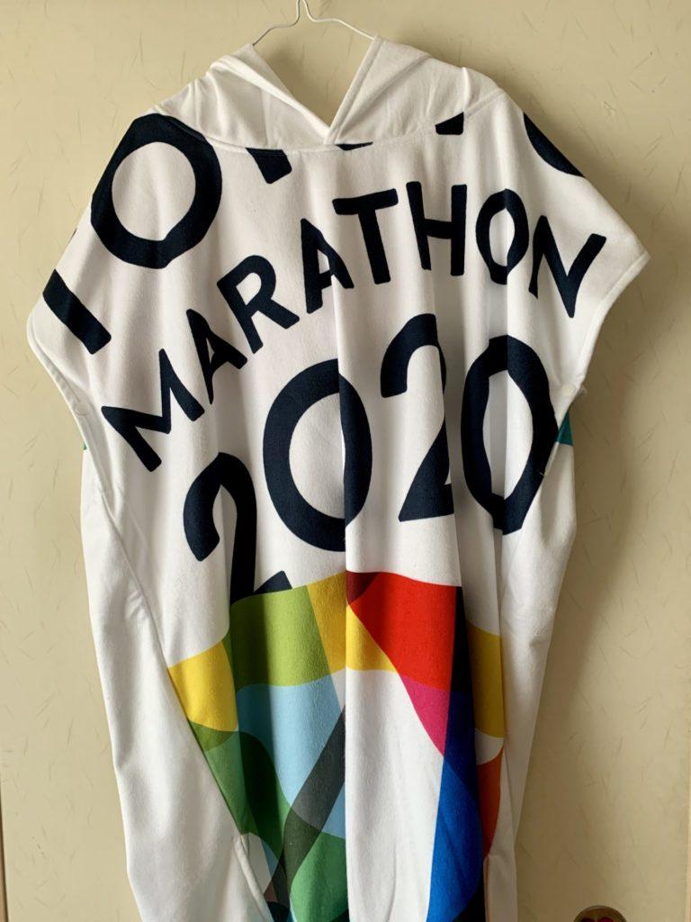 東京マラソン2020記念品のランナーローブ