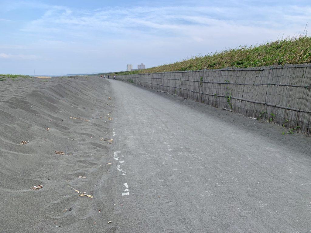 湘南サイクリングロードの砂が除去