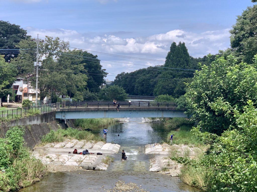 川沿いを真夏にランニングで癒される