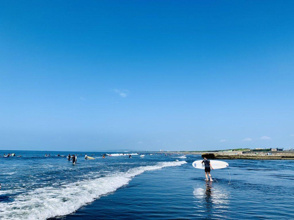 湘南、鵠沼海岸でラン後に海に浸かる