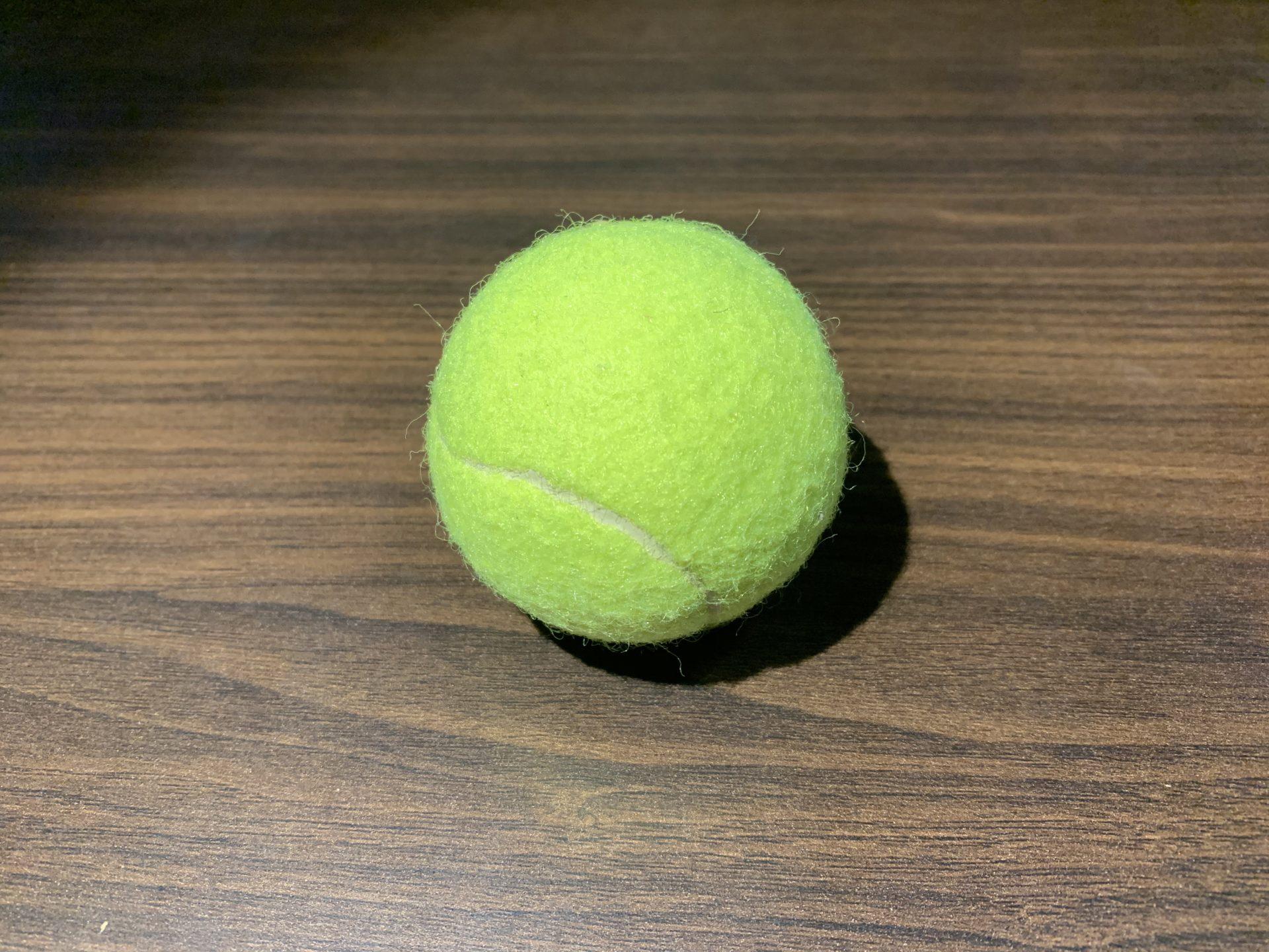 肩甲骨マッサージにテニスボール