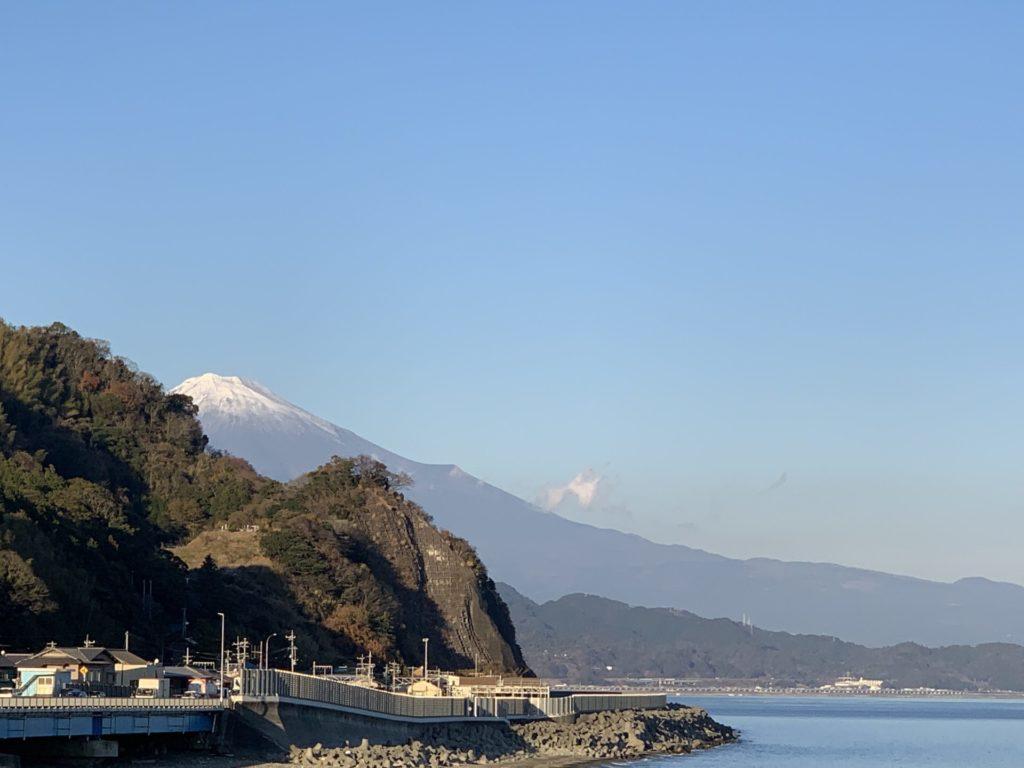 ご贔屓の、興津・駿河健康ランドから富士山を望む