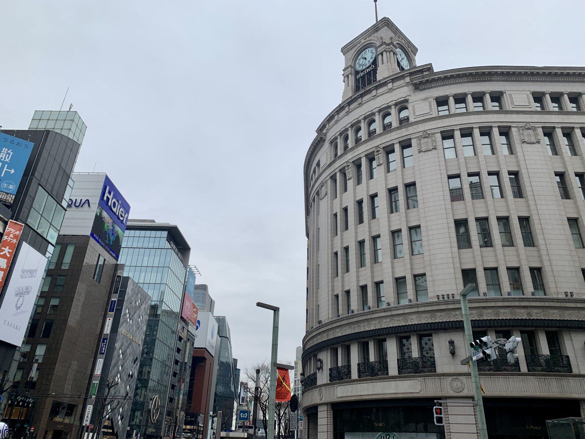 銀座和光時計台を右折で東京マラソン30キロ地点