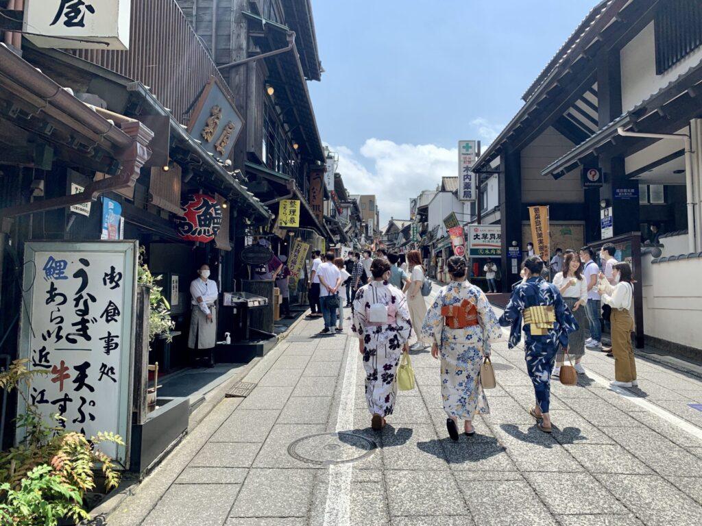 成田山新勝寺の参道、うなぎを食べにランニング