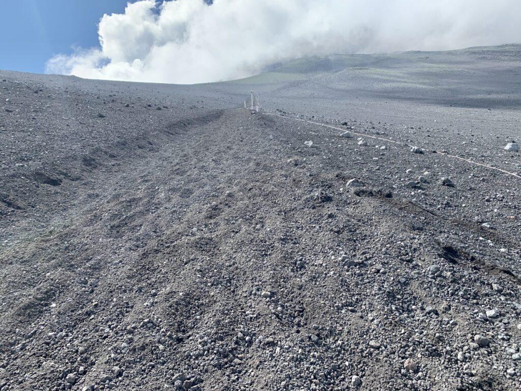 富士山御殿場ルートで大砂走りランニング、そこでゲイターは必須